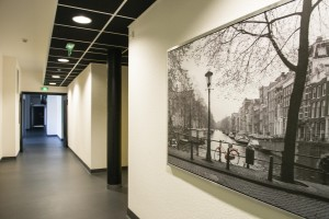 Couloir au foyer Charles Frey, foyer de la jeunesse, maison d'enfants à caractère social, le 20 avril 2015, à Strasbourg.